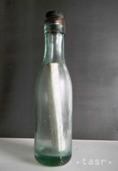 Po 76 rokoch našli v mori odkaz Austrálčana vo fľaši