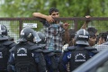V Maďarsku budú stavať druhú líniu oplotenia na srbských hraniciach