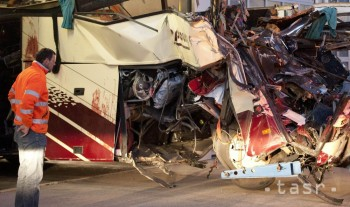 Vo Francúzsku havaroval autobus, o život prišli dvaja tínedžeri