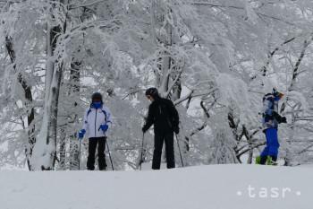 Na snímke lyžiari počas otvorenia sezóny v lyžiarskom stredisku Snowparadise Veľká Rača Oščadnica. V Oščadnici v sobotu 15. decembra 2018