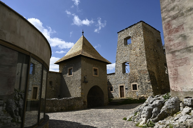Na Trenčiansky hrad bude premávať turistický vláčik Matúš Čák