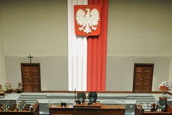 Poľská vládnuca strana pripravila návrh uznesenia o migračnej kríze