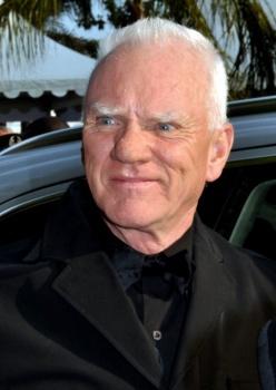 Britský herec Malcolm McDowell má v stredu 75 rokov