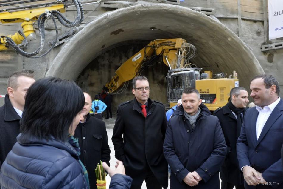 Pri Žiline začali raziť diaľničný tunel Považský Chlmec 53f8b4b5a0b