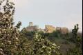 Na hrad Branč je pohľad z diaľky z roka na rok krajší