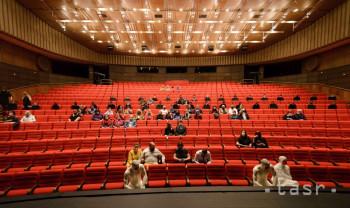 V Divadle Andreja Bagara v Nitre posadili do hľadiska figuríny