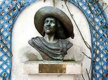 Meno Cyrana z Bergeracu preslávila veršovaná dráma od Rostanda