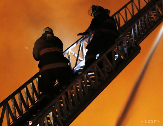 V Bratislave horel byt na štvrtom poschodí, požiar vznikol v kuchyni