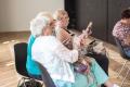 UCM v Trnave vyškolí lektorov, budú učiť seniorov ovládať smartfóny