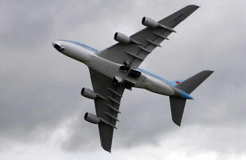 Agresívny výtržník spôsobil neplánované pristátie lietadla z Viedne d84af0d5c53