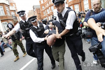 Stovky britských policajtov čelia podozreniu zo sexuálnych deliktov