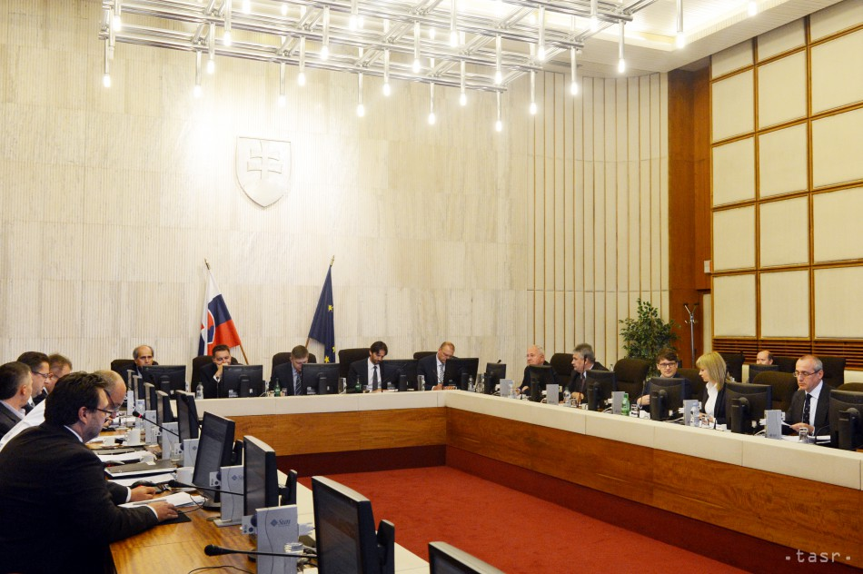 Vláda a tripartita sa budú zaoberať novými sankciami EÚ voči Rusku