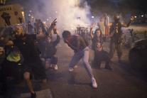 Na protestoch proti rasizmu sa zišli tisíce ľudí