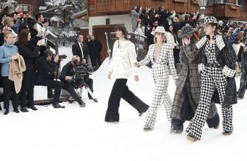 Značka Chanel odprezentovala Lagerfeldovu poslednú kolekciu 723154f9170