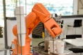 V službách roboty časom pripravia v Európe o prácu päť miliónov ľudí