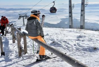 Snehové správy: Na horách sa oteplilo, vprevádzke je asi 90 stredísk