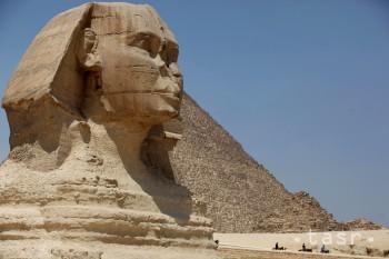 V Egypte zatkli troch podozrivých z predaja kameňov z pyramíd v Gíze