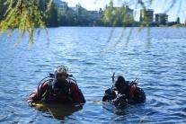 Potápači čistia Štrbské pleso