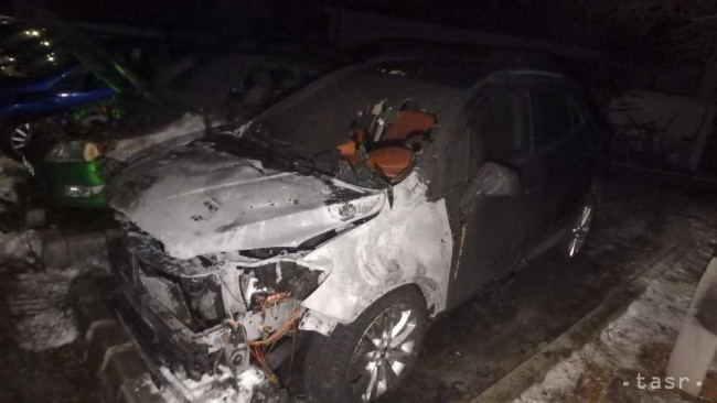 V Seredi v noci zhorelo auto