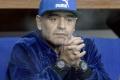 Maradona hviezdil v spomienkovej šou, zabŕdol do Pelého, odprosil syna