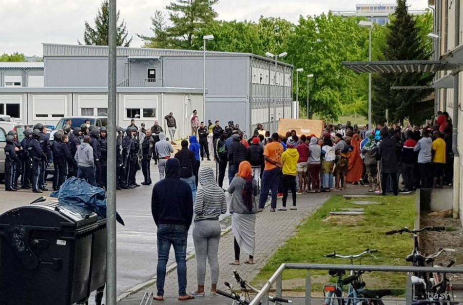 517fab2b9 Migranti zaútočili na policajtov, ktorí prišli vyzdvihnúť mŕtvu ženu