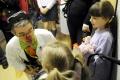 Čakárne detskej polikliniky FNsP v Žiline rozveselia zdravotní klauni