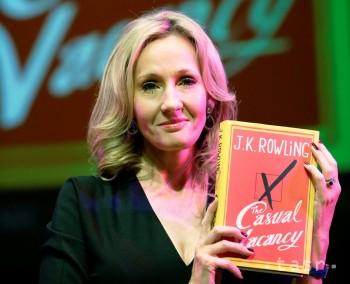 Rowlingová propagovala svoj prvý román pre dospelých