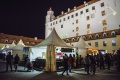 Vianočné trhy na bratislavskom hrade sú pre počasie zatvorené aj dnes