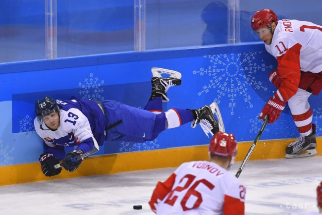5d4c8f187 Na snímke vľavo Michal Krištof (Slovensko) a vpravo Sergej Andronov (OŠ  Rusko) v zápase B-skupiny Slovensko - OŠ Rusko na zimných olympijských hrách  v ...