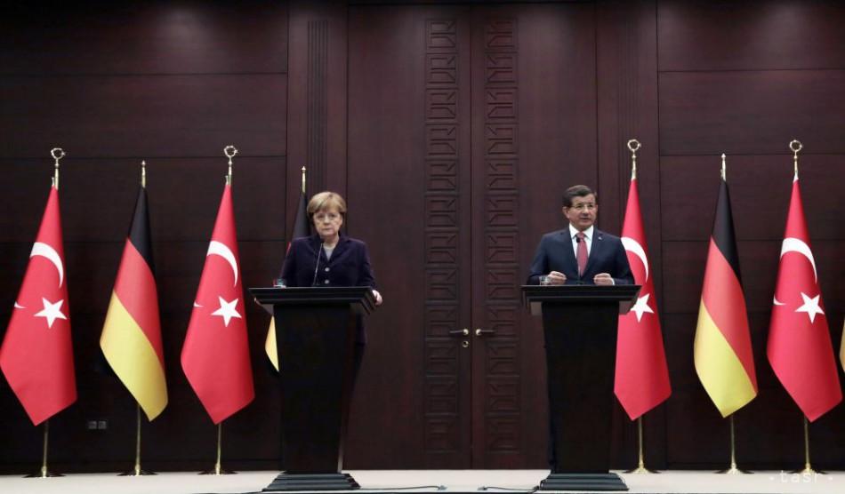 Davutoglu a Merkelová sa dohodli ako zastaviť vlny migrantov