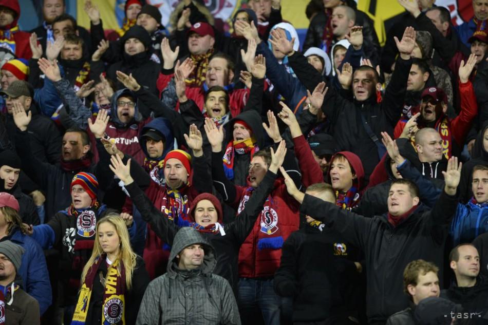 Zápas Slovan vs. Sparta je prerušený, fanúšikovia Sparty vyčíňajú