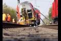 Pri nehode vlaku na predmestí Atén sa zranilo najmenej osem ľudí