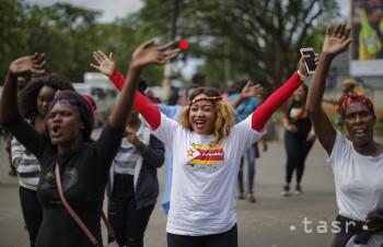 V Harare masovo oslavujú očakávané zvrhnutie prezidenta Mugabeho