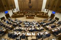 PRIESKUM: Voľby by vyhral Smer-SD, v NR SR by bolo osem strán
