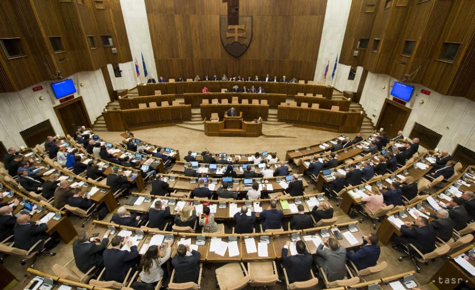 Pellegriniho vláda požiada parlament o dôveru v piatok