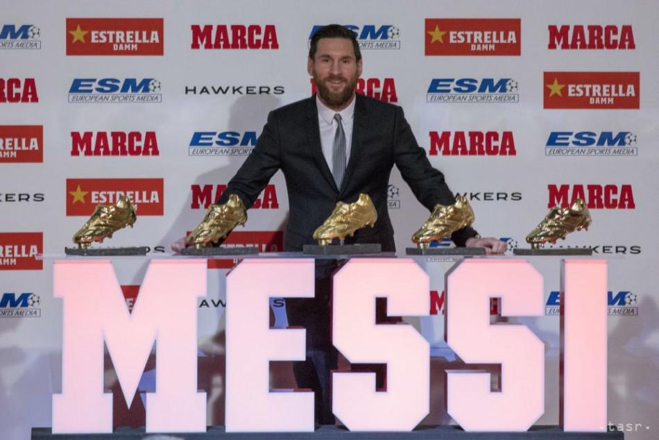 2256ae2cfb2b6 Kanonier Barcelony Messi sa teší z piatej Zlatej kopačky