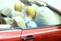 Inštalácia airbagu  spolujazdca v aute jubiluje
