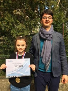 Olympiádu v anglickom jazyku vyhrala Simona Polakovičová z N. Zámkov
