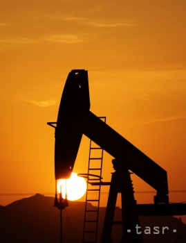 Na trhy opäť zapôsobili nadmerné zásoby ropy