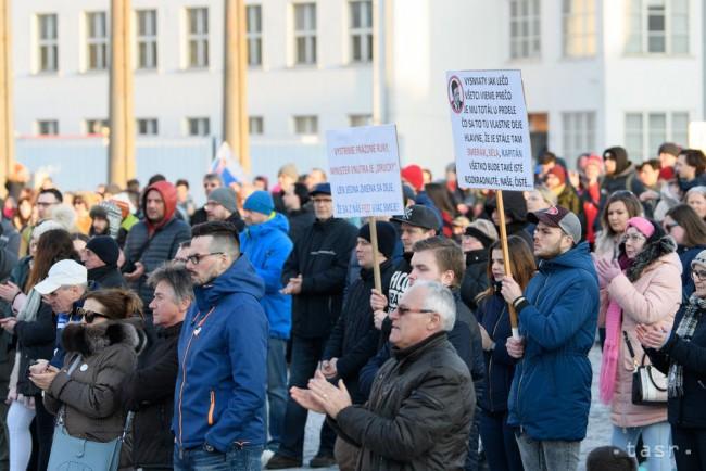 Na snímke protestné zhromaždenie Za slušné Slovensko v Nitre 23. marca  2018. Foto  TASR Henrich Mišovič d1ef00d2845