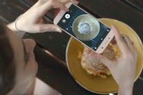 Zaplatili by ste viac za mobil s malým displejom?