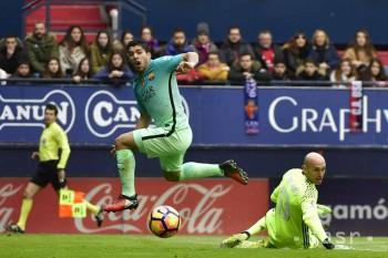 Barcelona zdolala Osasunu 3:0, trápenie Valencie pokračuje