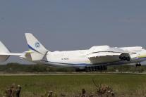 Indická armáda stratila kontakt s vojenským lietadlom s 29 ľuďmi