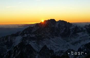 Slepá dôvera: Mladík lozí po horách, vidieť ich nemôže