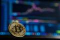 Bitcoin pokračuje v oslabovaní