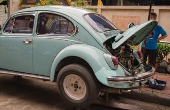VIDEO: Viete, ako správne naštartovať auto káblami?