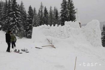 Výstavbou rekordného snehového hradu si jeho tvorcovia plnia sny