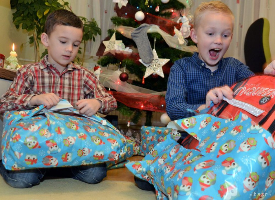 c42bec7e1062 Vianočné darčeky dostalo v Poprade 200 detí zo sociálne slabších rodín