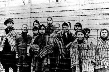 Slovensko si dnes pripomína obete holokaustu a rasového násilia