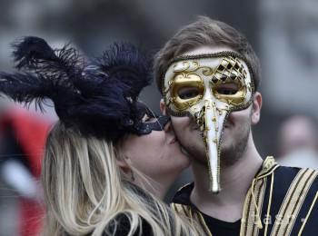 Z karnevalu v Kolíne nad Rýnom hlásia sexuálne útoky a znásilnenie